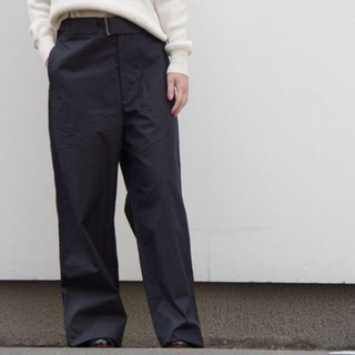 ヤエカ(YAECA)のAURALEE オーラリー ベルテッドワイドパンツ サイズ1 紺(カジュアルパンツ)