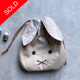 ボンポワン(Bonpoint)の【handmade】うさ耳 巾着袋 リバティ(外出用品)