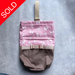 ボンポワン(Bonpoint)の【handmade】リボン シューズバッグ 上靴入れ さくらんぼ(外出用品)