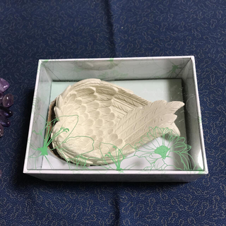 天使の羽皿と白水晶さざれ石(小) 200g(彫刻/オブジェ)