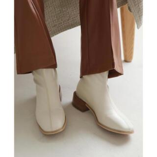 イーボル(EVOL)のEVOL 2020AW今季美品 センターシーム ブーツ アイボリー 23.5cm(ブーツ)