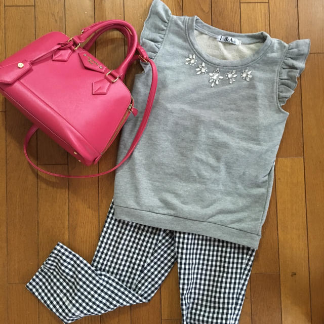 お袖フリルビジュートップス 新品 レディースのトップス(シャツ/ブラウス(半袖/袖なし))の商品写真