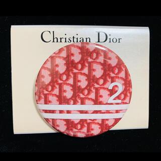 クリスチャンディオール(Christian Dior)の未使用 クリスチャンディオール トロッター バッジ バッチ 赤 ノベルティ(バッジ/ピンバッジ)
