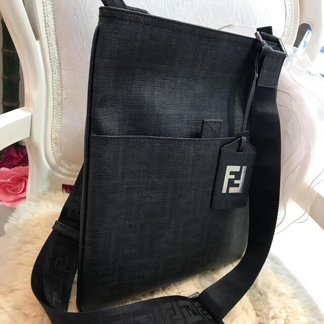 FENDI(フェンディ)の☆美品☆フェンディ ズッカ ショルダーバッグ メンズのバッグ(ショルダーバッグ)の商品写真
