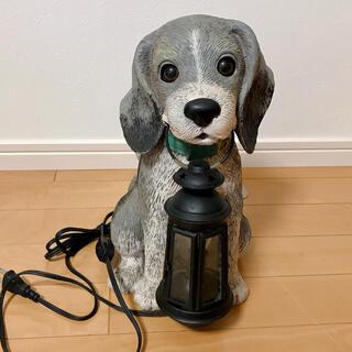 アンティーク ランタンを咥えた犬の置物 ランプ(置物)