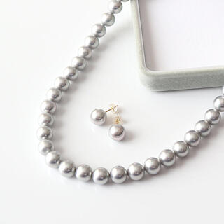 K18金グレー貝パールピアス&貝パールネックレスセット(ボックス付き)(ネックレス)