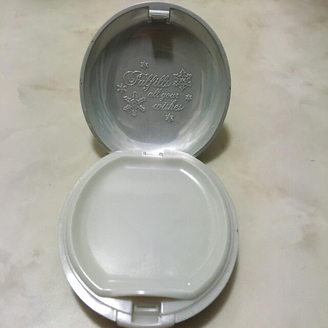 MAJOLICA MAJORCA(マジョリカマジョルカ)のコンパクト ファンタジア 24h 復刻版 コスメ/美容のベースメイク/化粧品(フェイスパウダー)の商品写真