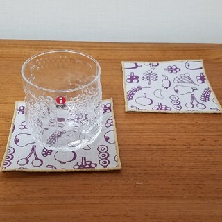 イッタラ(iittala)のイッタラ コースター フルッタ ハンドメイド 2枚セット パープル&ゴールド(テーブル用品)