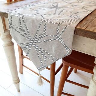 テーブルランナー タッセル付き(180×33cm, シルバー模様 ベージュ)(ダイニングテーブル)
