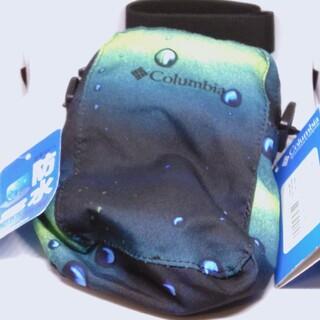コロンビア(Columbia)の【未使用】Columbia コロンビア 防水バッグ タグつき 定価4900(ボディーバッグ)