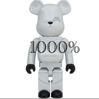 メディコムトイ(MEDICOM TOY)のBE@RBRICK NIKE SB2020 WHITE 1000%(その他)