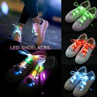 新品 未使用 靴 紐 ライト 点滅 点灯 光 防犯 レインボー (ウエア)