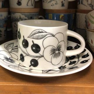アラビア(ARABIA)のアラビア ブラック パラティッシ コーヒーカップ&ソーサー セット(グラス/カップ)