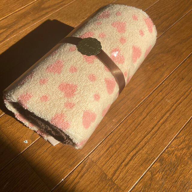 シャルレ(シャルレ)のシャルレ ケーキ型タオルセット新品未使用 インテリア/住まい/日用品の日用品/生活雑貨/旅行(タオル/バス用品)の商品写真