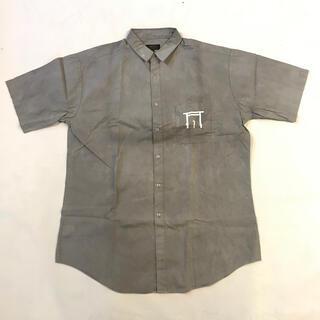 エビス(EVISU)の鳥居と十字架がポケットにプリントされた墨染の半袖シャツ(シャツ)