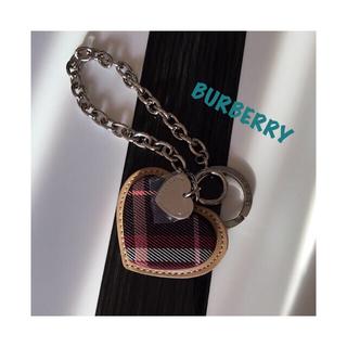 バーバリー(BURBERRY)のBURBERRY BLUE LABEL⭐ハート型 チャーム(チャーム)