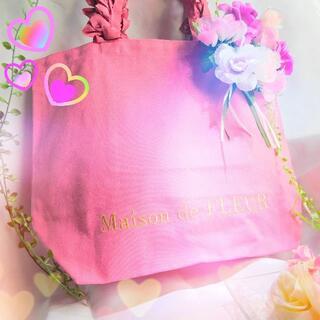 メゾンドフルール(Maison de FLEUR)のメゾンドフルール フリルハンドルトートMバッグ ダークピンクプレゼント付き!(トートバッグ)