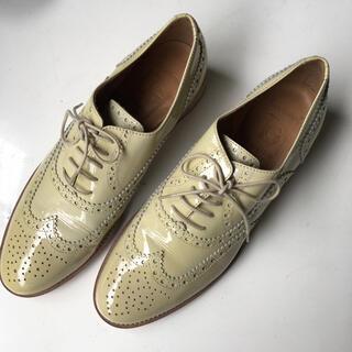 トゥモローランド(TOMORROWLAND)のlucagrossi エナメルレザーレザーシューズベージュホワイトあ(ローファー/革靴)
