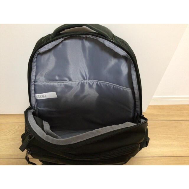 UNDER ARMOUR(アンダーアーマー)の【新品】アンダーアーマー リュック 深緑 メンズのバッグ(バッグパック/リュック)の商品写真