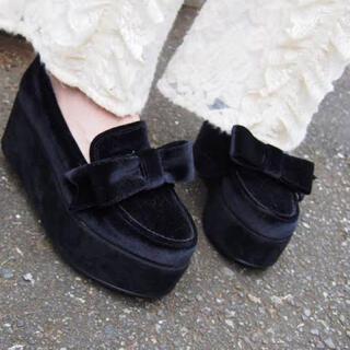 メリージェニー(merry jenny)のmerry jenny  リボンローファー  厚底 ベロア ブラック(ローファー/革靴)