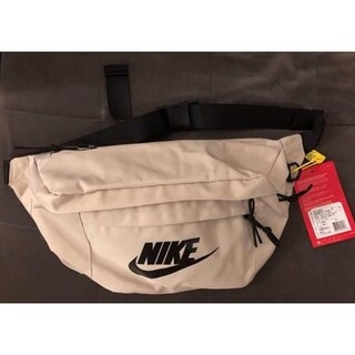 NIKE - Nike 王一博同款 ショルダーバッグ  ベージュ