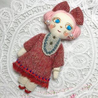 ミナペルホネン(mina perhonen)のラブリーナチュラル夢猫ちゃん ドールチャーム 猫人形 布人形 ミナペルホネン(人形)