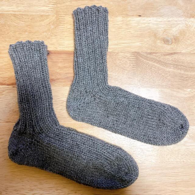 【値下げ】毛糸のリブ編みソックス ハンドメイドのファッション小物(レッグウェア)の商品写真
