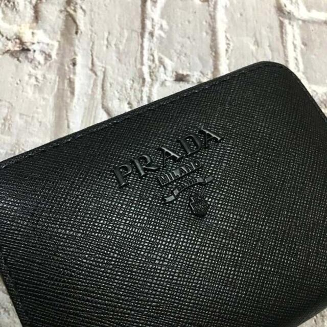PRADA(プラダ)の プラダ センタージッパー 名刺カード小銭入れ 黒ロゴ ネロブラック レディースのファッション小物(名刺入れ/定期入れ)の商品写真