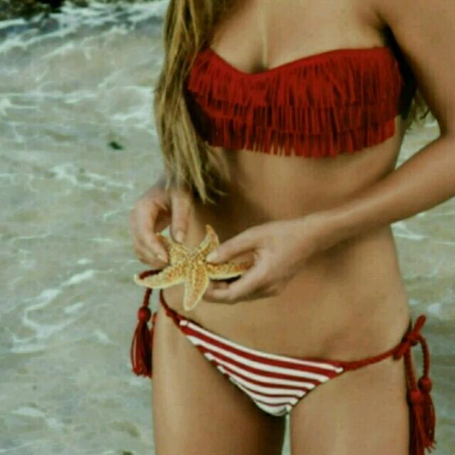 バンドゥ ビキニ 赤 レディースの水着/浴衣(水着)の商品写真