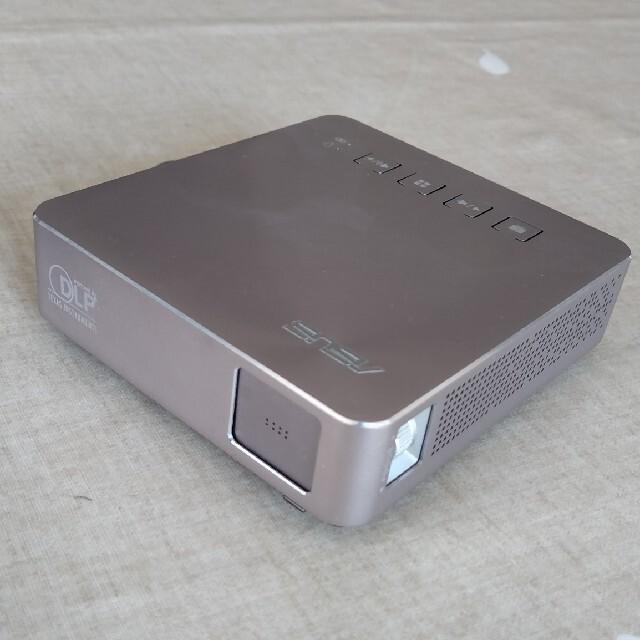 ASUS(エイスース)の【値下げ】ポータブル プロジェクター ASUS S1 (DLP方式 200lm) スマホ/家電/カメラのテレビ/映像機器(プロジェクター)の商品写真