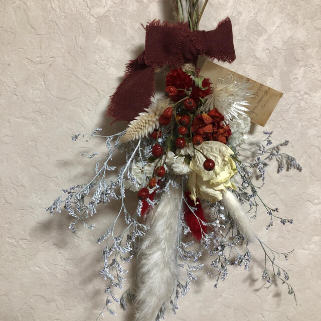 ♡No.271 red*white ドライフラワースワッグ♡ ハンドメイドのフラワー/ガーデン(ドライフラワー)の商品写真