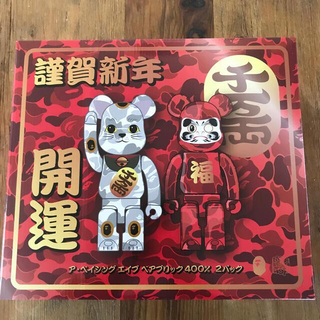 MEDICOM TOY(メディコムトイ)の当選品!BE@RBRICK BAPE(R)️招き猫 & 達磨400% 2PACK エンタメ/ホビーのおもちゃ/ぬいぐるみ(キャラクターグッズ)の商品写真