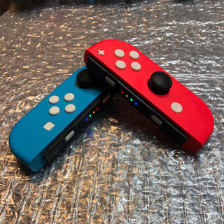 ニンテンドースイッチ(Nintendo Switch)のジョイコン レッド・ブルー カスタム  ホワイトボタン LEDレインボー(家庭用ゲーム機本体)