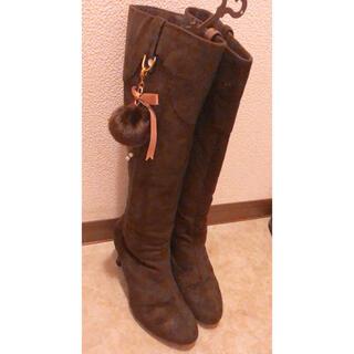 ダイアナ(DIANA)のサイズM リボンチャーム付き スエード ロングブーツ ブラウン(ブーツ)