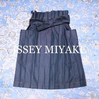 イッセイミヤケ(ISSEY MIYAKE)のISSEY MIYAKE me デニムライク プリーツスカート(ひざ丈スカート)