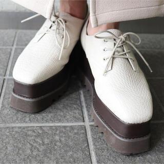 ムルーア(MURUA)の新品未使用 MURUA ワイドソールローファー アイボリー37(ローファー/革靴)