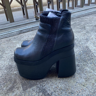 ユニフ(UNIF)の厚底ブーツ(ブーツ)