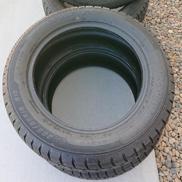 Goodyear(グッドイヤー)のグッドイヤー スタッドレスタイヤ 205/55/R16 自動車/バイクの自動車(タイヤ)の商品写真