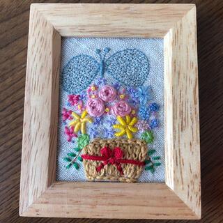 ミナペルホネン(mina perhonen)のミナペルホネン ハンドメイド 刺繍 壁掛け(アート/写真)