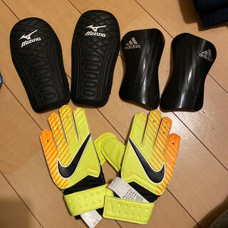 ミズノ(MIZUNO)のアディダスミズノナイキサッカー用品スネ当てキーパーグローブsサイズ(サッカー)