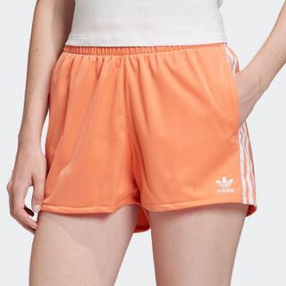 アディダス(adidas)の【24H値下❣️新品】adidasオリジナルス 3ストライプショーツ オレンジ(ショートパンツ)