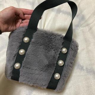 クチュールブローチ(Couture Brooch)のパール付きファーカゴバッグ(トートバッグ)