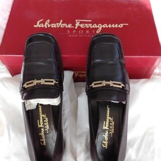 フェラガモ(Ferragamo)のフェラガモパンプス(ローファー/革靴)