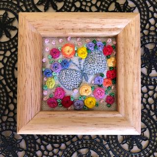 ミナペルホネン(mina perhonen)の【専用です】ミナペルホネン ハンドメイド 刺繍 壁掛け カラフルバラ園♡(アート/写真)