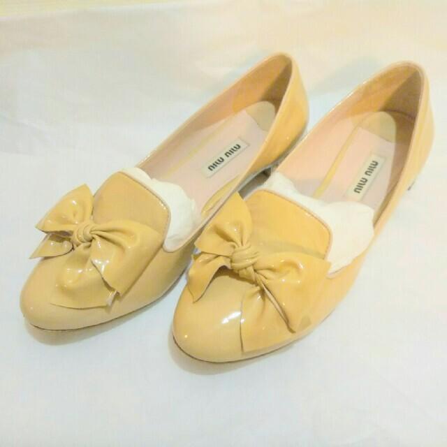 miumiu(ミュウミュウ)の★SALE★miumiu ★ビジューローファー  36 レディースの靴/シューズ(ローファー/革靴)の商品写真
