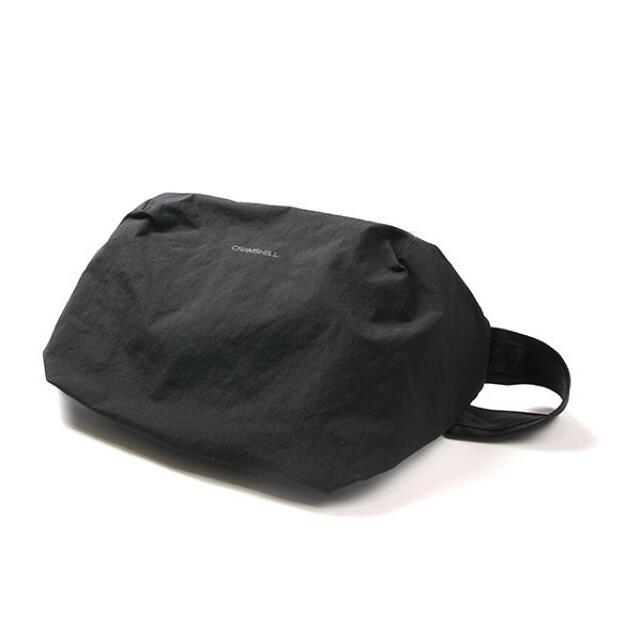 ATTACHIMENT(アタッチメント)のCRAMSHELL SQUARE SLING BAG メンズのバッグ(ショルダーバッグ)の商品写真