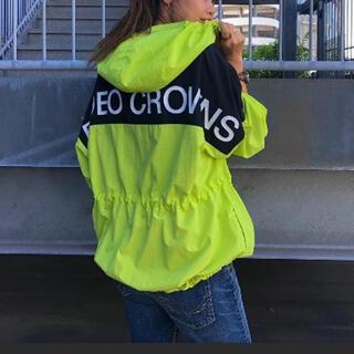 ロデオクラウンズ(RODEO CROWNS)の新品 ロデオクラウンズ マウンテンパーカー ロゴ(ナイロンジャケット)
