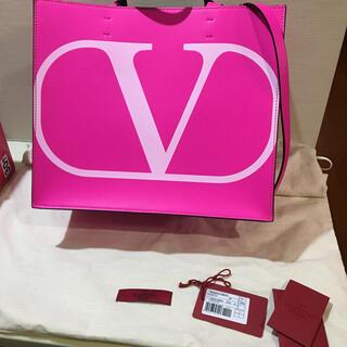ヴァレンティノ(VALENTINO)のVALENTINO  ヴァレンティノ ガルヴァー二 トートバッグ(ハンドバッグ)