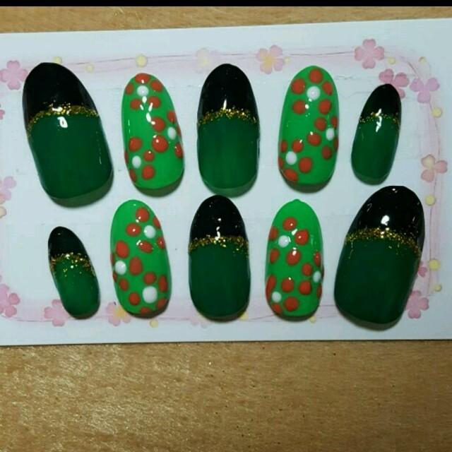 ☆ネイルチップ☆黒×グリーンフレンチ ハンドメイドのアクセサリー(ネイルチップ)の商品写真