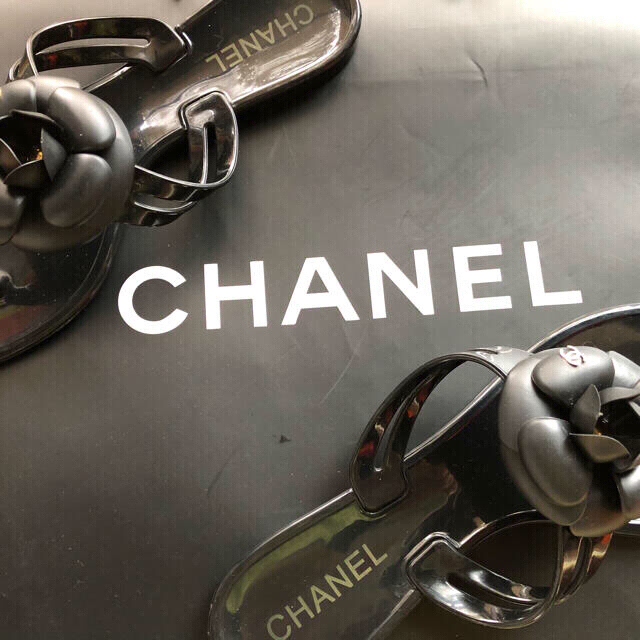 CHANEL(シャネル)のシャネル ピーチサンダル 38(24センチ) レディースの靴/シューズ(ビーチサンダル)の商品写真